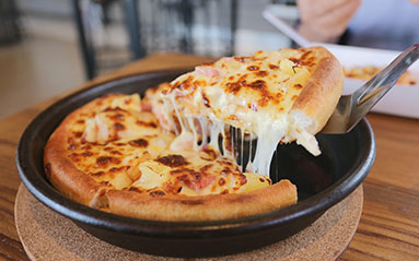Renaldi's Pizza Pub at Chicago